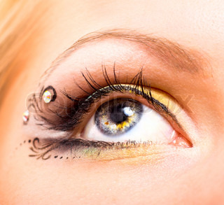 Close up beautiful eye with makeup Beauty and fashion