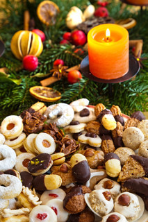 a plate of cookies for christmas with the advent wreath