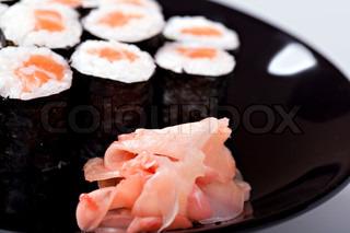 Sushi mit garnelen thunfisch forelle aal und lachs for Traditionelles japan