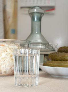 wein glas wodka gurken und sauerkraut hautnah stock foto colourbox. Black Bedroom Furniture Sets. Home Design Ideas