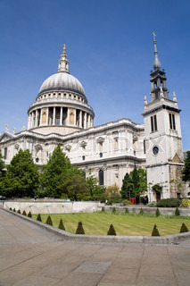 London - st. Pauls cathedral and park