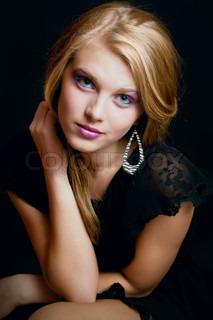 Porträt von schöne junge sexy Mädchen mit gesundem Haar und make-up