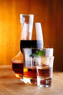 alcohol drinks with mint leaf