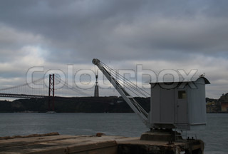 old, crane, winch, hook, monument of Christ the King, bridge, 25 de abril, suspension bridge, iron bridge, Lisbon, Lisboa, Lissabon, Lisbona, Lisbonne,  river  , Tejo, Tagus,