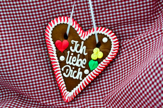 Oktoberfest souvenir: Gingerbread heart saying
