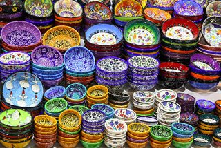 Classical Turkish ceramics on the bazaar