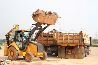 Tractor move garbag to truck