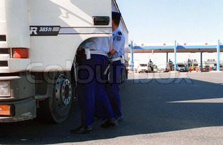 Image of 'transport, gendarme, trucks'