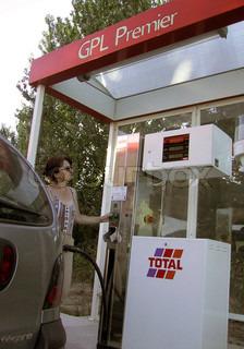 Image of 'transport, filling pump, refuel'