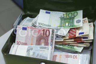 Bild von 'euro, bar, in die Querlage bringen'