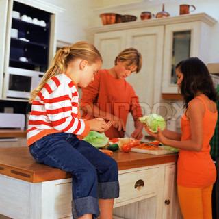 bild von 39 kochen kind salat 39. Black Bedroom Furniture Sets. Home Design Ideas