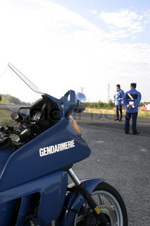 Image of 'controle, gendarme, road safety'