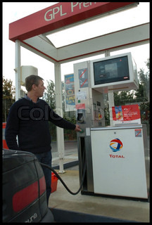 Image of 'gas station, gaz, transport automobile'
