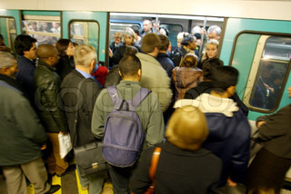 Image of 'train, crowd, people'