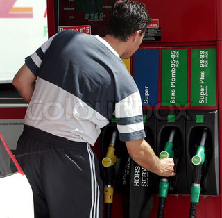 Image of 'fuelling, petrol pump, fuel pump'