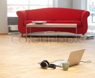 Image of 'sofa, laptop, computer'