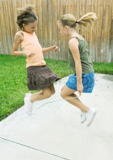Billede af 'sjippetov, springe over, piger'