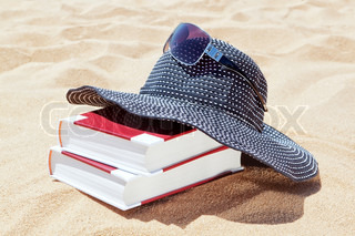 Panama for the sun with books to read on the beach Sunglasses