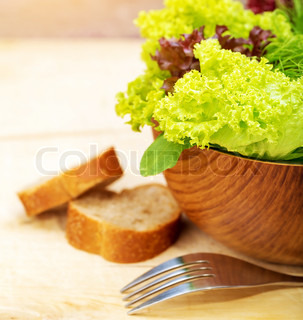 Lettuce Salad With Bread