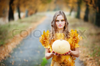 beutiful girl holding pumpkin