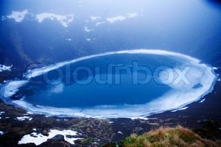 Flot blå lagune set ovenfra på Island
