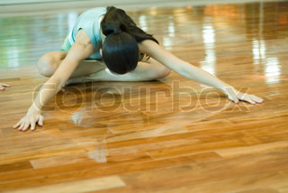 Image of 'brunette, stretch, ladies'