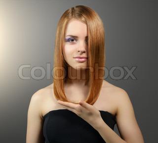 lidenskabelig sort brunette