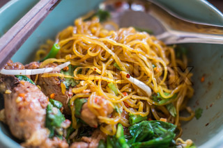close up of Egg chinese dry noodles with chicken